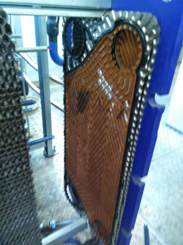 Вид загрязненной пластины пластинчатого теплообменника