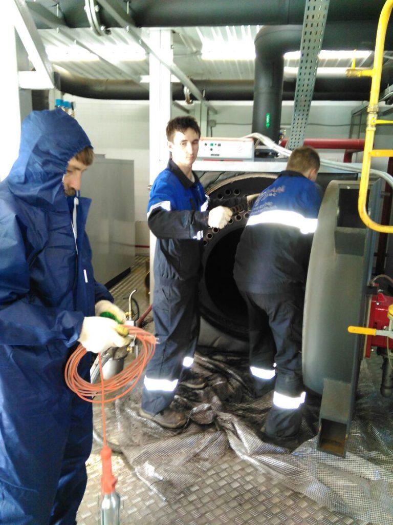 Мобильная группа специалистов АСГАРД в ходе очистки котла