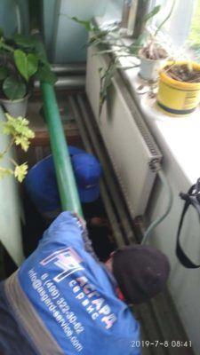 Подключение шлангов для слива грязной воды из радиаторов