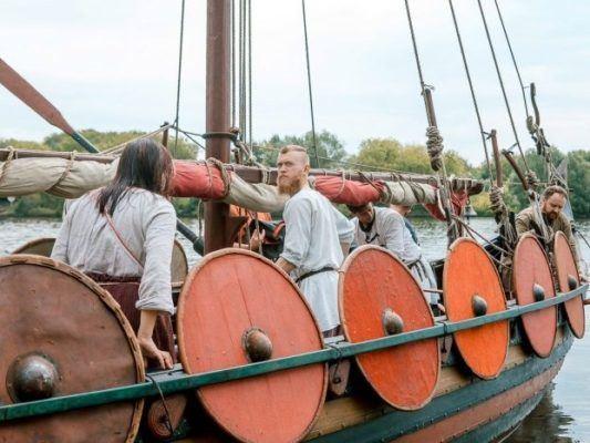 Викинги на своём транспорте